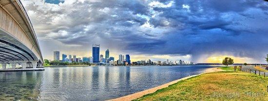 swan-river-perth-western-australia